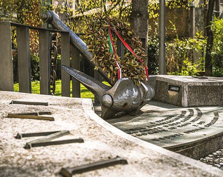 Monumento-all'ammiraglio-Bergamini_DSC5045-447x355